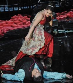 Tosca, acte 2on, producció de Paco Azorín, Gran Teatre del Liceu, Sondra Radvanovsky i Ambrogio Maestri