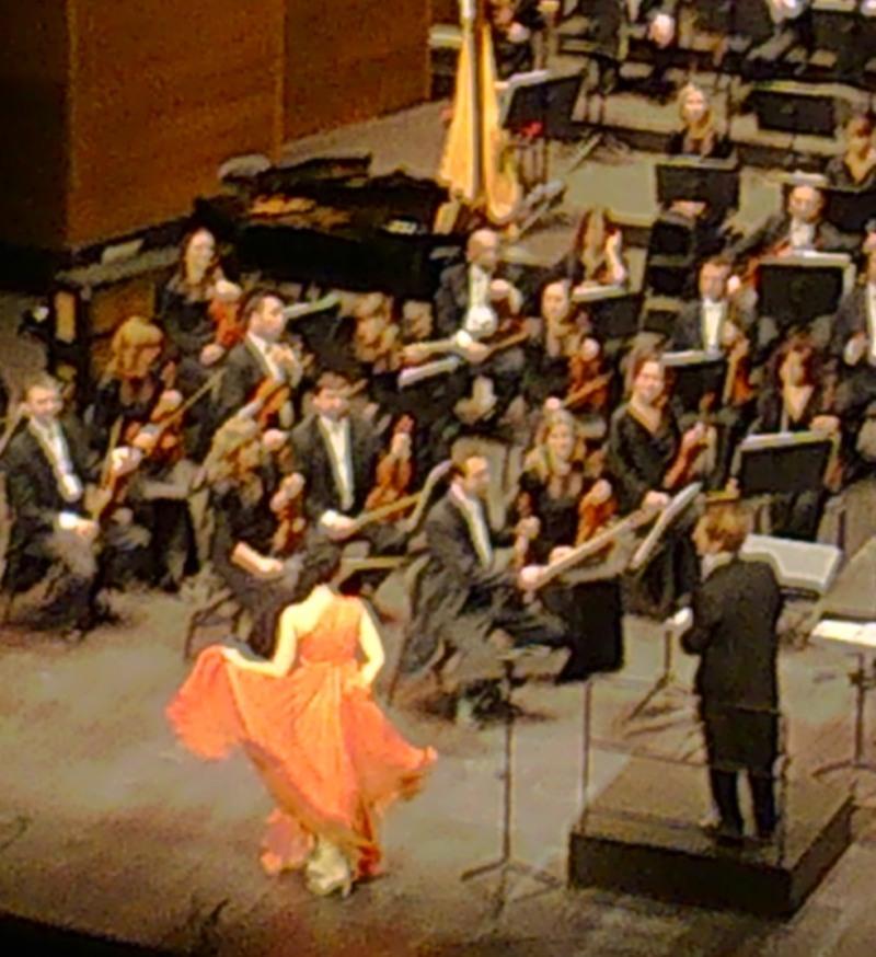 Angela Gheorghiu fent voleiar els tuls, al Liceu, 25 d'abril de 2014, Foto IFL