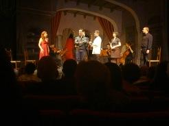 L'occasione fa il ladro al Teatre Sarrià: Ayelé Mose - Raul Biglietto - Donato Di Gioia - Elsa Giannoulidou i Carlos Cardoso. Fotografia IFL