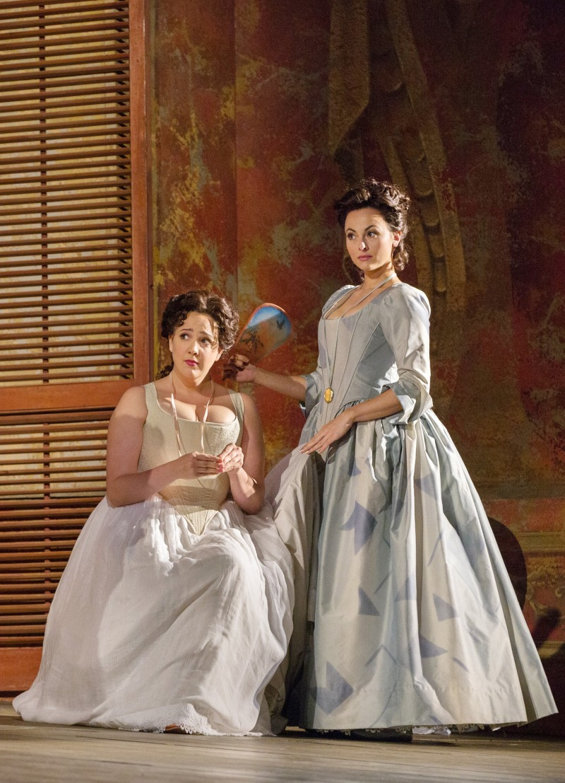 Susanna Phillips (Fiordiligi) i  Isabel Leonard (Dorabella) Fotografia: Marty Sohl