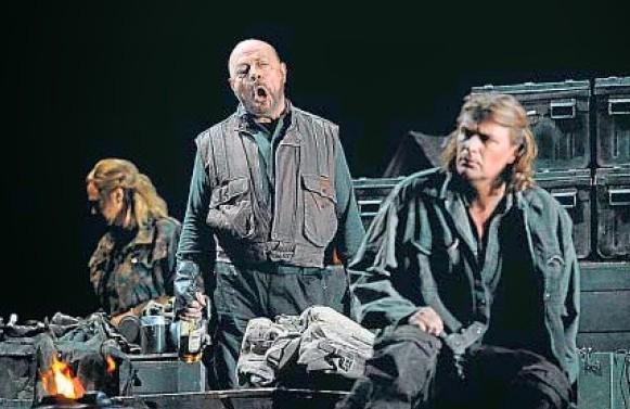 Kampe-Halfvarson i Vogt en el primer acte de Die Walküre al Liceu. Producció Robert Carsen