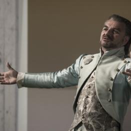 Antoni Comas a L'Elipsi, producció del TNC. Fotografia © May/Zircus-TNC