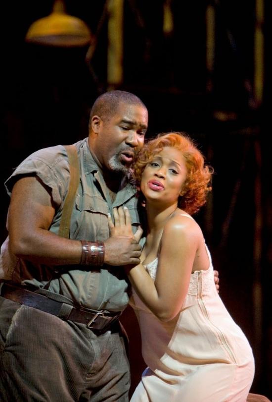 Eric Owens (Porgy) i Laquita Mitchell (Bess) a San Francisco, 2009. Producció de Francesca Zemballo, Fotografia San Francisco Opera