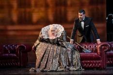 Carmen Giannattasio (Elisabeth) i Jeremy Carpenter (Lord Cecil) © Bill Cooper / ROH 2014