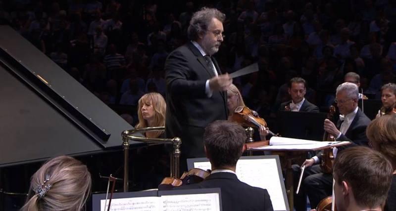 Ingrid Fliter i Josep Pons amb la BBC Symphony Orchestra als PROMS 2014, 28 de juliol de 2014. Fotografia Facebook BBC PROMS