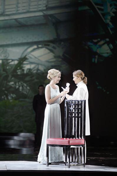 DER ROSENKAVALIER 2014 • MOJCA ERDMANN (SOPHIE), SOPHIE KOCH (OCTAVIAN) © Salzburger Festspiele / Monika Rittershaus