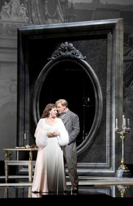DER ROSENKAVALIER 2014 • KRASSIMIRA STOYANOVA (FELDMARSCHALLIN), GÜNTHER GROISSBÖCK (OCHS) © Salzburger Festspiele / Monika Rittershaus