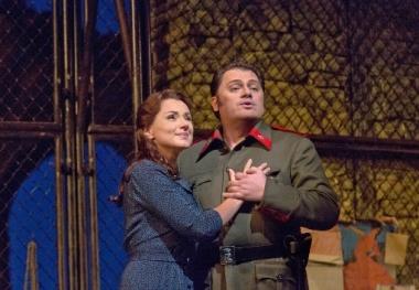 Anita Hartig (Micaela) i Aleksandrs Antonenko a Carmen, producció de Richard Eyre, fotografia Ken Howard and/Metropolitan Opera
