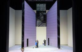 Vec Makropulos a Munich, producció de Árpád Schilling, escenogrfaia i vestuari de Márton Ágh. Fotografia @staatsoper.de