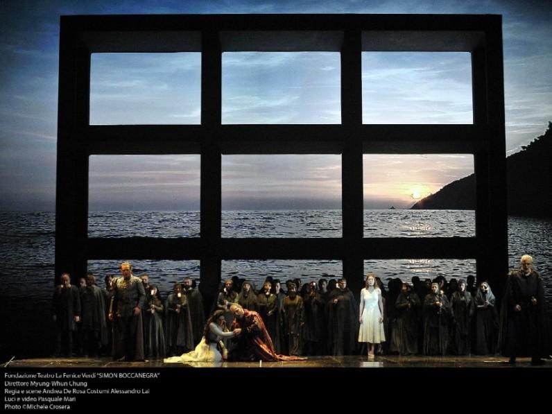 Final Simon Boccanegra, Teatro La Fenice,producció d'Andrea De Rosa Foto Michele Crosera