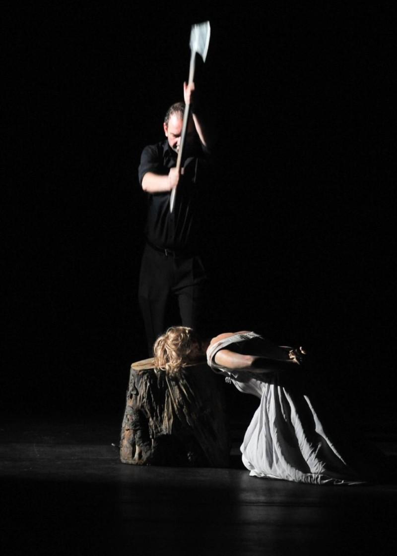Maria Stuarda al Liceu, escena inicial. Producció de  Patrice Caurier i Moshe Leiser - Foto © A Bofill gentilesa departament de premsa del Gran Teatre del Liceu