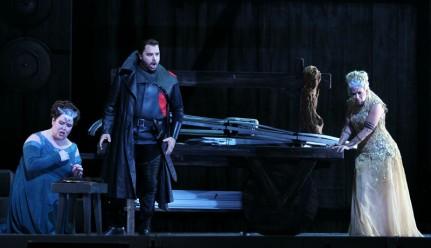 """Jamie Barton, (Adalgisa), Marco Berti (Pollione) i Sondra Radvanovsky (Norma) a la Memorial Opera House in San Francisco, (Ray Chavez/Bay Area News Group)"""
