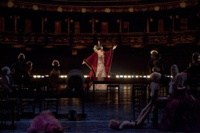 Pròleg de Les Contes d'Hoffmann producció de Bartlett She Foto: Marty Sohl/Metropolitan Opera