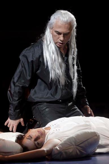 Dmitri Hvorostovsky caracteritzat com a dimoni a la representació de Moscou. Fotografia gentilesa de Pavel Antonov