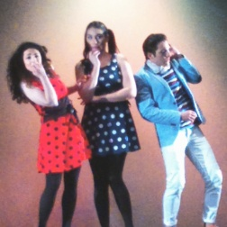 Silvia Aurea de Stefano, Ana Victoria Pitts i César Arrieta a Le Cinese, al Teatre de Sarrià. Foto IFL