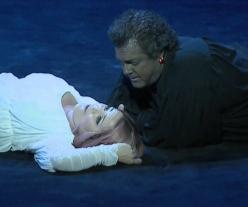 Maria Agresta i Gregory Kunde, acte 1er Otello Les Arts 2013 Producció Davide Livermore