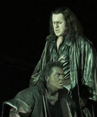 Carlos Álvarez (Jago) i Gregory Kunde (Otello) a l'acte 2on de Otello. Les Arts 2013