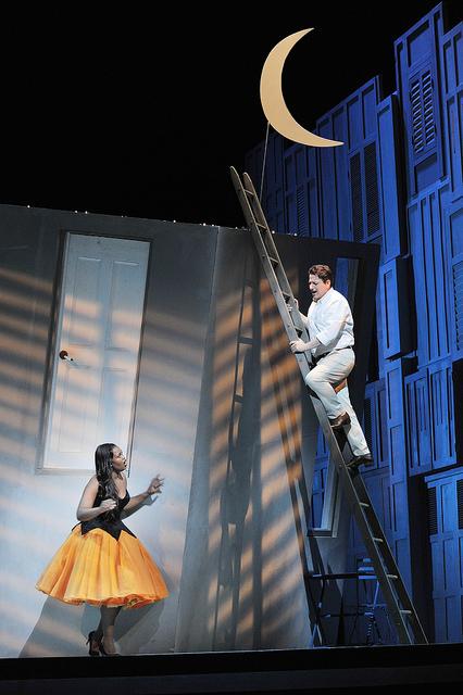 Pretty Yende (Norina) i ANtonino Siragusa (Ernesto) acte 3er Don Pasquale, producció Laurent Pelly Liceu 2015 Fotografia ® A Bofill