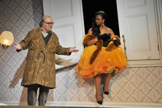 Roberto de Candia (Don Pasquale) i Pretty Yende (Norina) Producció de Laurent Pelly al Gran Teatre del Liceu. Fotografia ® A Bofill