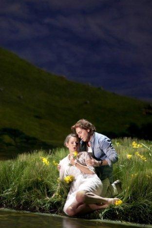 Sophie Koch (Genièvre) i Roberto Alagna (Lancelot) a Le Roi Arthus a la ONP, producciño de Graham Vick Foto ©Andrea Messana/OnP