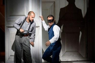 Alex Esposito i Christopher Maltman en la producció de gaspar Holsten de Don Giovanni a la ROH. Fotografia Bill Cooper