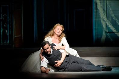 Julia Lezhneva (Zerlina) i Nahuel Di Pierro (Masetto) al Don Giovanni de la ROH. Fotografia Bill Cooper