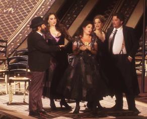 Kate Aldrich (Carmen) , Hélène Guilmette (Frasquita) , Marie Karall (Mercédès) , Olivier Grand (Le Dancaïre) i Florian Lacon (Le Remendado) a Orange 2015