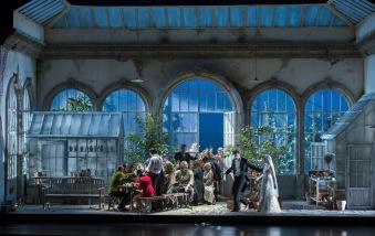 LE NOZZE DI FIGARO 2015 • LUCA PISARONI (IL CONTE ALMAVIVA), ANETT FRITSCH (LA CONTESSA AL MAVIVA), ENSEMBLE © Salzburger Festspiele / Ruth Walz