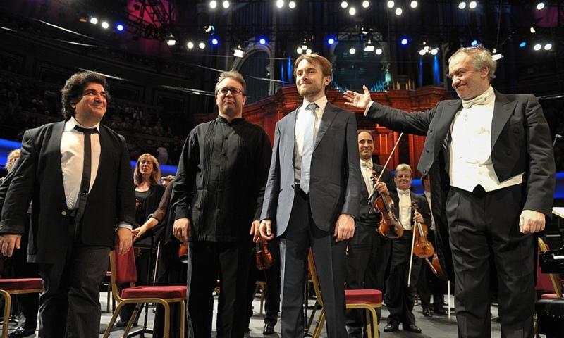 Sergei Babayan, Alexei Volodin i Daniil Trifonov amb  Valery Gergiev  al Royal Albert Hall de Londres el 28 de juliol de 2015  Prom 14.