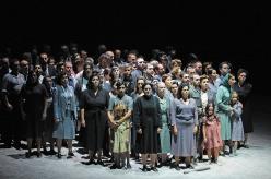 Cor del Gran Teatre del Liceu. Nabucco, producció de Daniele Abbado. Fotografia © Antoni Bofill