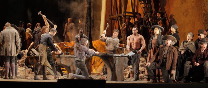 Il Trovatore (acte segon, escena primera) Direcció d'escena David McVicar Fotografia Ken Howard
