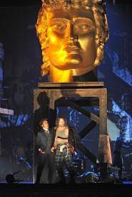 Lidia Vinyes-Curtis (Ascanio) i JOhn Osborne (Cellini) al Gran Tetare del Liceu 2015/2016 Fotografia Benvenuto Cellini, producció de Terry Gilliam Liceu 2015/2016 Fotografia © Antoni Bofill
