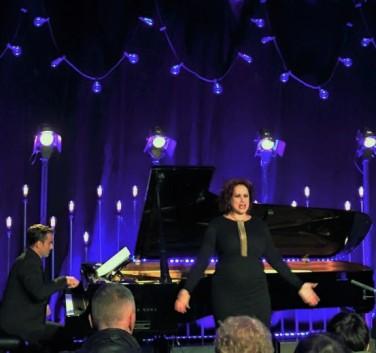 Giovanni Auletta, piano i Ángeles Blancas (soprano) cantant Strauss en el LIFE Victoria 2015.
