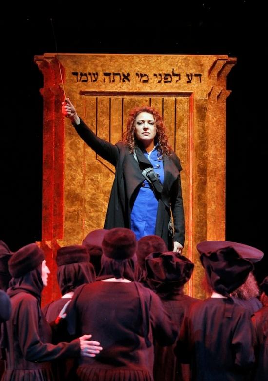 Tatiana Serjan (Abigaille) a Nabucco Lyric Opera Chicago 2016 FotoCory-Weaver