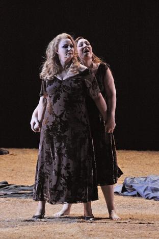 Iréne Theorin (Brünnhilde) i Michaella Schuster (Waltraute) Fotografia © A Bofill