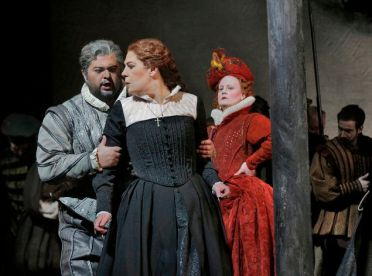 Celso Albelo (Roberto), Sondra Radvanovsky (Maria Stuarda) i Elza van den Heever (Elisabetta) Foto Ken Howard/Metropolitan Opera