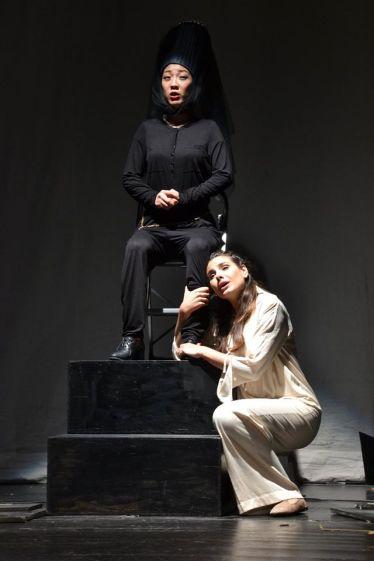 Mae Hayashi i Serena Sáenz a Il Conte di Marsico. Fotografia dels AMics de l'ôpera de Sarrià