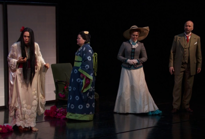 Kristine Opolais (Cio-Cio-San), Maria Zifchak (Suzuki), Edyta Kulczak (Kate) i Dwayne Croft (Sharpless) a Madama Butterfly MET 2016