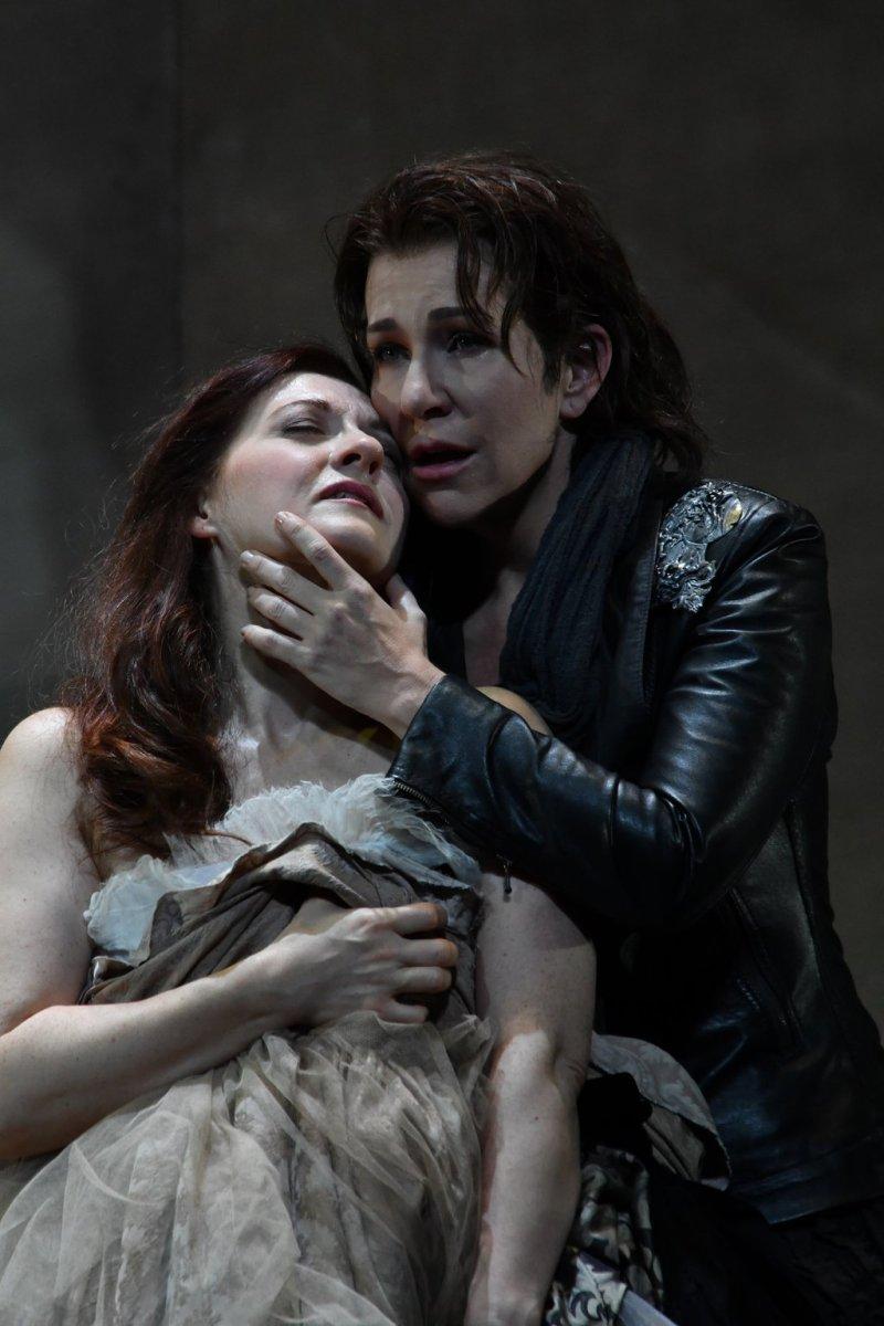 Patrizia Ciofi (Giulieta) i Joyce DiDonato (Romeo) a un assaig del Liceu. Fotografia ©Bofill/Liceu