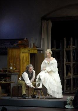 Gerald Finley (Sachs) i Jlia Kleiter (Eva) a Die Meistersinger von Nürnberg a la ONP 2016, producció de Stefen Herheim @ Vincent Pontet/ONP