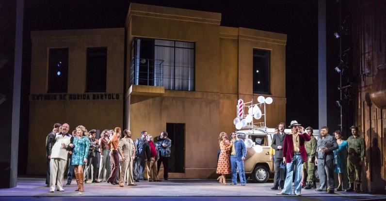 Producció de Il Barbiere di Siviglia de Michael Barker-Caven per al Festival de Wexford i la Wide Open Opera Fotografies gentilesa de la pàgina web de Wide Open Opera