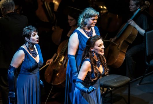 Jeni Bern (Woglinde), Sarah Castle (Flosshilde) i Madeleine Shaw (Wellgunde) , Photo credit: Clive Barda (2016)