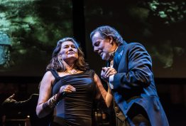 Kelly Cae Hogan (Brünnhilde) i Robert Hayward (Wotan). Photo credit: Clive Barda