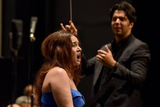 Sonya Yonchea (Iris) i Domingo Hindoyan
