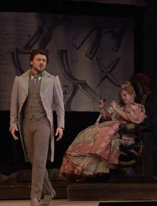 Hoffmann (VITTORIO GRIGÒLO) i Olympia SOFIA FOMINA