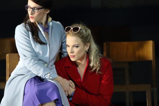 Elsa Benoit (Inès) i Elīna Garanča (Léonora) a La Favorite Staatsoper de Munic © Wilfried Hösl