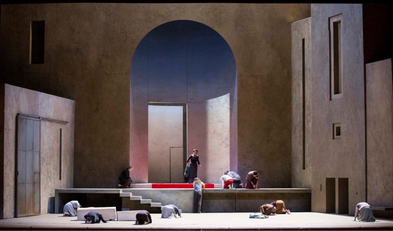 Elektra di Richard Strauss Producció de Patrice Chéreau ripresa da: Vincent Huguet Scene: Richard Peduzzi Costumi: Caroline De Vivaise Luci: Dominique Bruguière