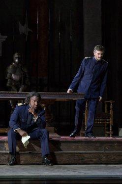 Osborn (Otello) i Gatell (Jago) al Teatro San Carlo de Nàopols. Fotografia gentilesa del compte de Twitter del Teatro San Carlo