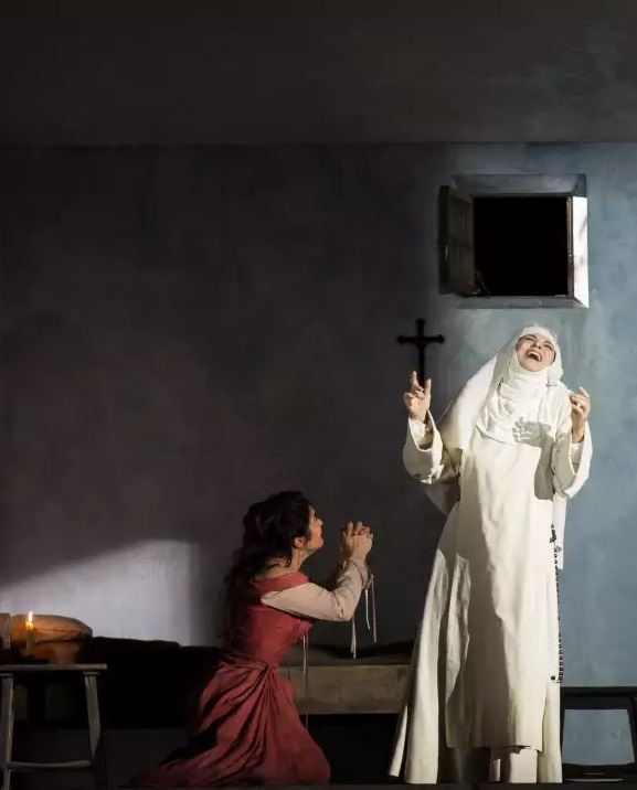 Sancta Susanna ONP 2016 Anna Caterina Antonacci i Renée Morloc