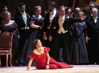 Anna Netrebko (Violeta Valery) i Francesco Meli (Alfredo) acte 2on escena 2ª Teatro alla Scala Fotografia Brescia/Amisano